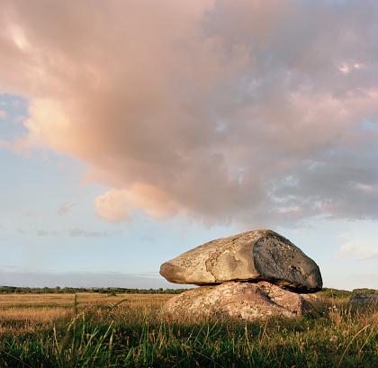 歴史「dolmen in evening light」:スマホ壁紙(3)