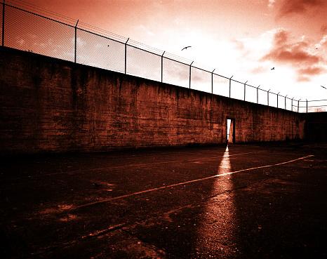 Fence「Prison yard」:スマホ壁紙(17)