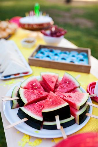 スイカ「Birthday table with watermelon lollipops」:スマホ壁紙(5)