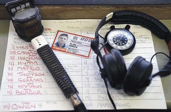 Microphone「BBC Radio Five Commentator Alan Green 2000」:写真・画像(19)[壁紙.com]