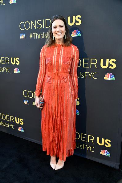 カメラ目線「FYC Panel Event For 20th Century Fox And NBC's 'This Is Us' - Arrivals」:写真・画像(16)[壁紙.com]