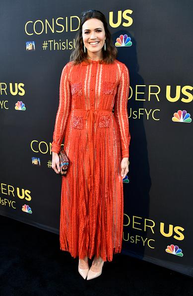 カメラ目線「FYC Panel Event For 20th Century Fox And NBC's 'This Is Us' - Arrivals」:写真・画像(15)[壁紙.com]