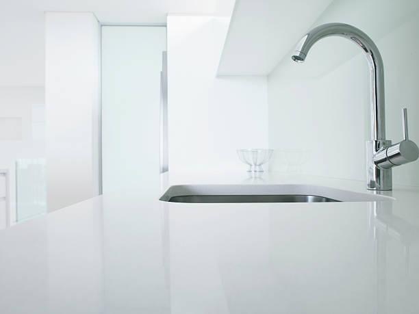Modern kitchen faucet and sink:スマホ壁紙(壁紙.com)