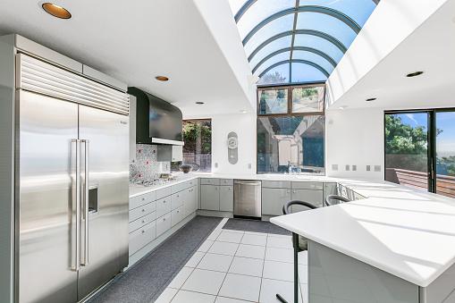 California「Modern kitchen in California, oceanfront Home. Stock Photo」:スマホ壁紙(0)