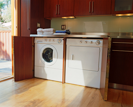 Washing Machine「Washer and Dryer in Corner of Kitchen」:スマホ壁紙(10)
