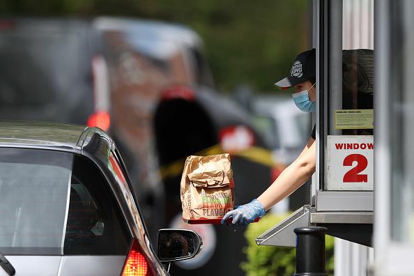 Drive Through「UK In Sixth Week Of Coronavirus Lockdown」:写真・画像(1)[壁紙.com]