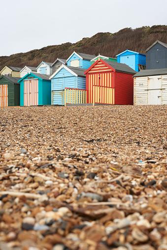 Changing Cubicle「United Kingdom, Milford on Sea, beach in winter」:スマホ壁紙(12)