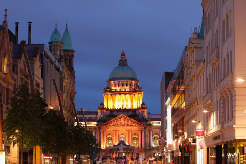 Town Square「United Kingdom, Ireland, Northern Ireland, Belfast, View of city hall at donegall place」:スマホ壁紙(10)