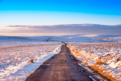 East Lothian「United Kingdom, Scotland, East Lothian, Lammermuir Hills, road in winter」:スマホ壁紙(13)