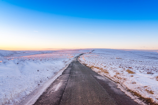 East Lothian「United Kingdom, Scotland, East Lothian, Lammermuir Hills, road in winter」:スマホ壁紙(10)
