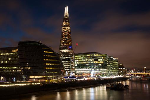 Postmodern「United Kingdom, England, London, Southwalk, River Thames with City Hall and The Shard at night」:スマホ壁紙(19)