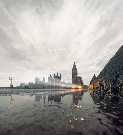 Overcast「United Kingdom, England, London, Westminster Bridge in rain with incoming double-decker bus」:スマホ壁紙(3)