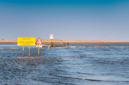 Island of Arran「United Kingdom, Northumberland, tidal causeway to Lindisfarne, Holy Island at high tide」:スマホ壁紙(3)