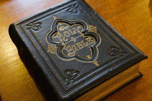 Bible「United Kingdom, Bristol, close up of antique bible」:スマホ壁紙(15)