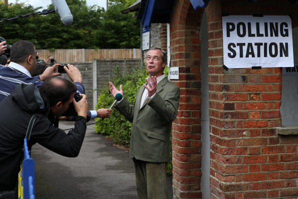 上半身「Party Leaders Vote In European and Local Elections」:写真・画像(11)[壁紙.com]