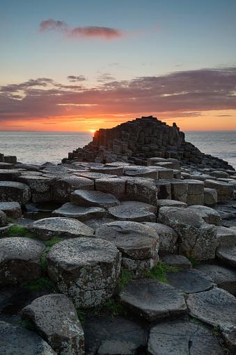 Basalt「United Kingdom, Northern Ireland, County Antrim, View of causeway coast, Giant's Causeway at sunset」:スマホ壁紙(3)
