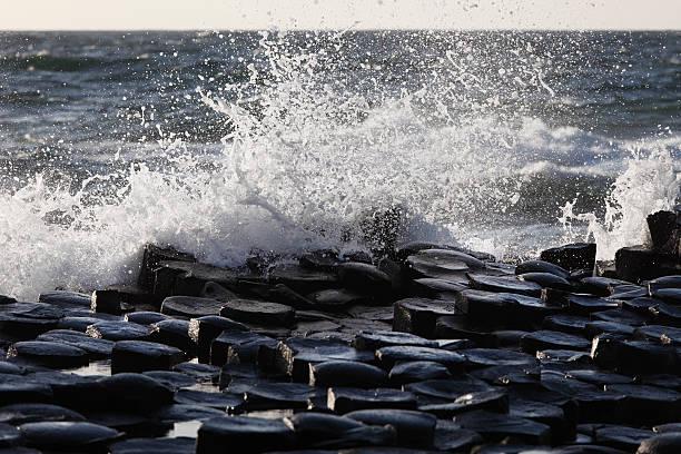 United Kingdom, Northern Ireland, County Antrim, View of causeway coast:スマホ壁紙(壁紙.com)