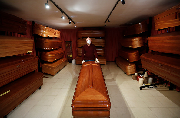 Infectious Disease「Coffin Makers In Puente Genil Overwhelmed By Demand Due To Coronavirus Deaths」:写真・画像(19)[壁紙.com]