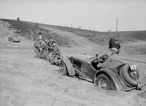 Pulling「Riley Birdcage Sprite competing in the Great Weat Motor Club Trial, 1938」:写真・画像(2)[壁紙.com]
