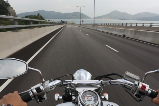 Motorcycle「Speeding Motorcycle Ride」:スマホ壁紙(12)