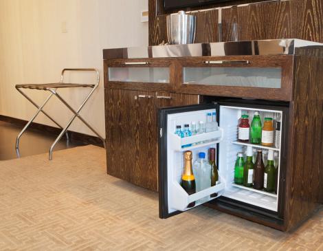 Rack「A full mini bar in a hotel room」:スマホ壁紙(18)