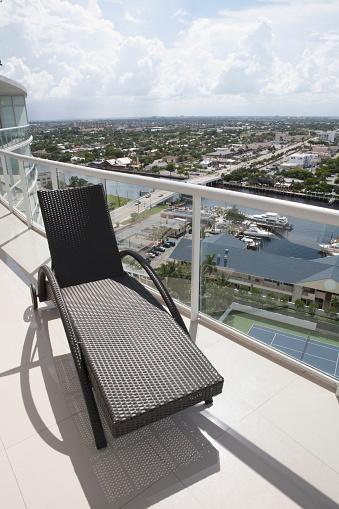 Pompano Beach「Deck chair on balcony overlooking cityscape」:スマホ壁紙(7)