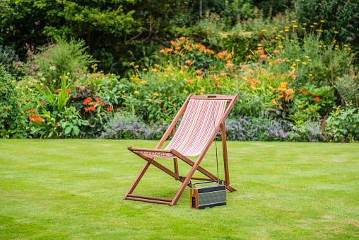 Deck Chair「Deck Chair in a Garden」:スマホ壁紙(4)