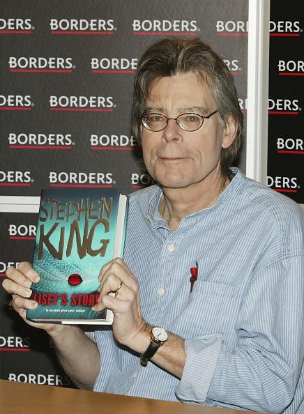 作家「Stephen King - Book Signing」:写真・画像(12)[壁紙.com]