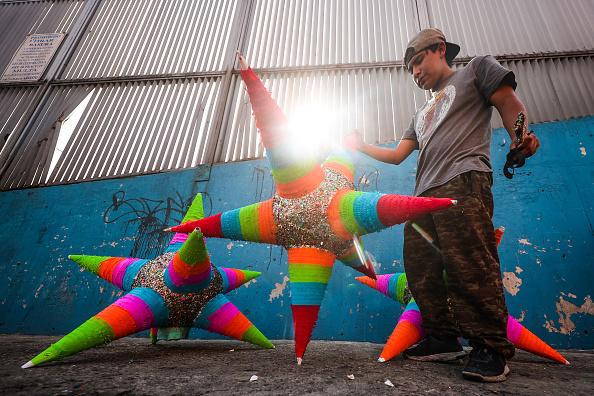 Bestof「Mexican Artisans Produce The Traditional Piñatas」:写真・画像(11)[壁紙.com]
