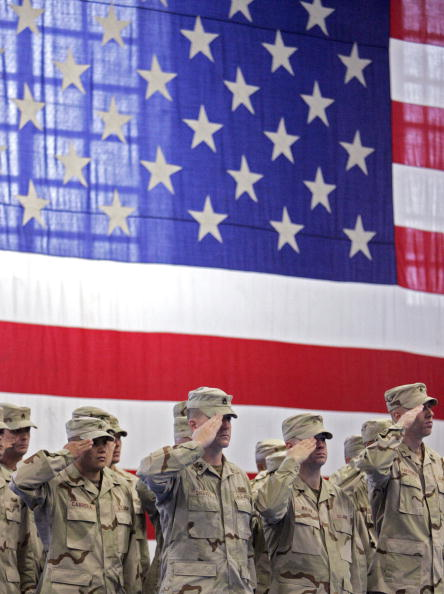 Military Uniform「Fort Riley Soldiers Deploy To Iraq For Second Time」:写真・画像(16)[壁紙.com]