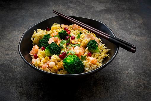Basmati Rice「Bowl of friedbasmatirice with broccoli, shrimps, chili, cilantro, lime and ginger」:スマホ壁紙(6)