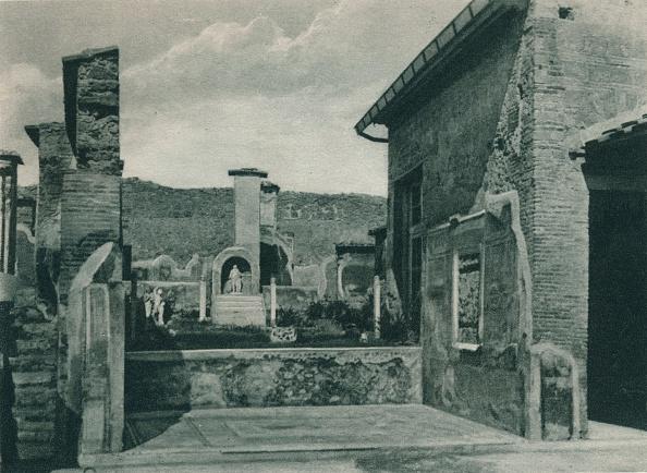 Active Volcano「Street ascending to the forum, Pompeii, Italy」:写真・画像(18)[壁紙.com]