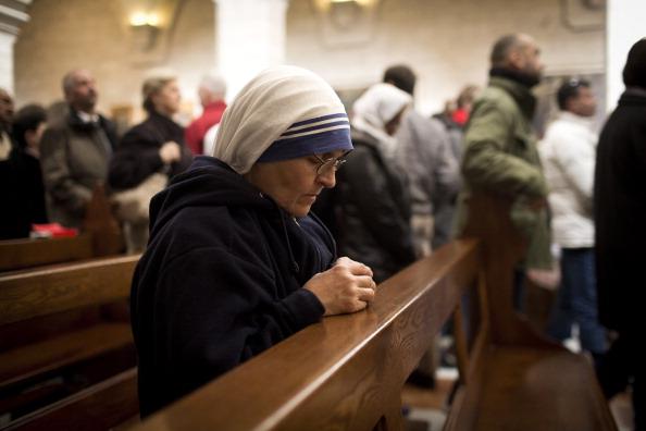 Religious Mass「Pilgrims Head To The Church of Nativity For Christmas」:写真・画像(2)[壁紙.com]