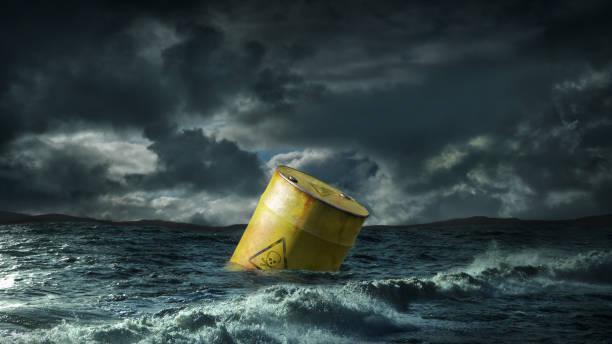 Oil barrel floating in stormy sea:スマホ壁紙(壁紙.com)