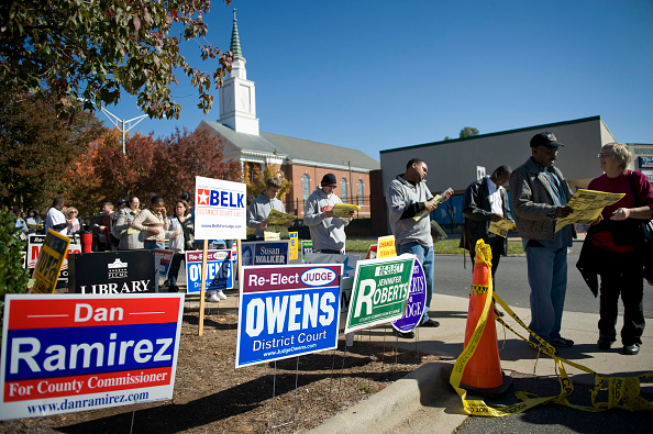 In A Row「North Carolina Officials Extend Early Voting Due To Record Turnout」:写真・画像(17)[壁紙.com]