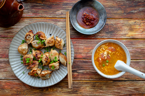 Chili Sauce「Chinese breakfast: fried Jiaozi and tomato egg soup」:スマホ壁紙(4)