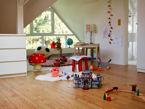子供時代「Child's room with various toys」:スマホ壁紙(5)