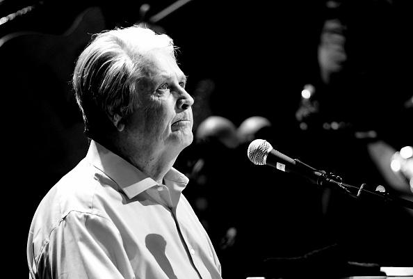 Monochrome「Brian Wilson Presents Pet Sounds」:写真・画像(1)[壁紙.com]
