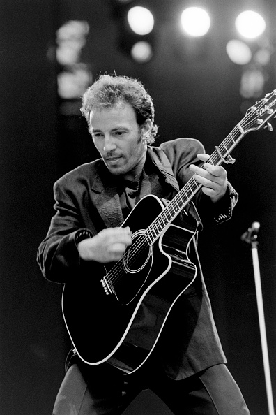 Acoustic Guitar「Bruce Springsteen」:写真・画像(4)[壁紙.com]