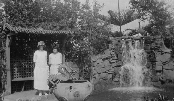 Ornamental Garden「Women In Chinese Garden」:写真・画像(5)[壁紙.com]