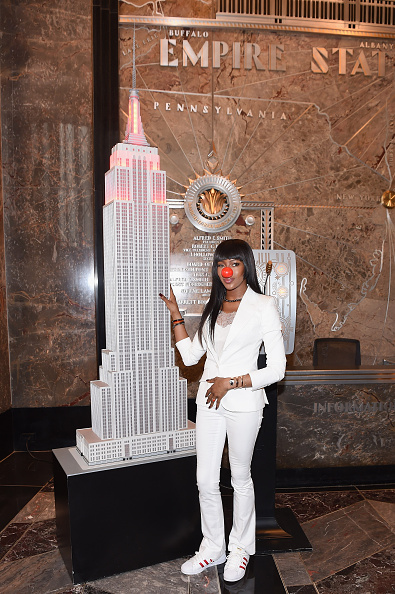 Empire State Building「Naomi Campbell Lights Empire State Building in Celebration of Red Nose Day」:写真・画像(5)[壁紙.com]
