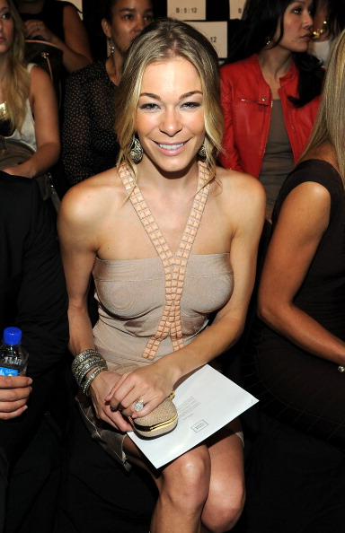 Larry Busacca「Herve Leger By Max Azria - Front Row - Spring 2012 Mercedes-Benz Fashion Week」:写真・画像(10)[壁紙.com]