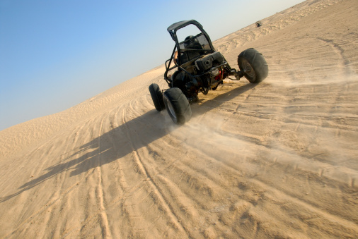 Motorsport「Beach buggy speeding across desert」:スマホ壁紙(9)