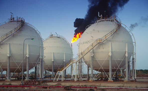 Refinery「Oil and petrochemical refinery, Kaduna, Nigeria」:写真・画像(5)[壁紙.com]