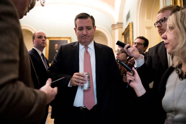 Aaron P「Senate Debates Passage Of Continuing Resolution As Shutdown Deadline Looms」:写真・画像(12)[壁紙.com]