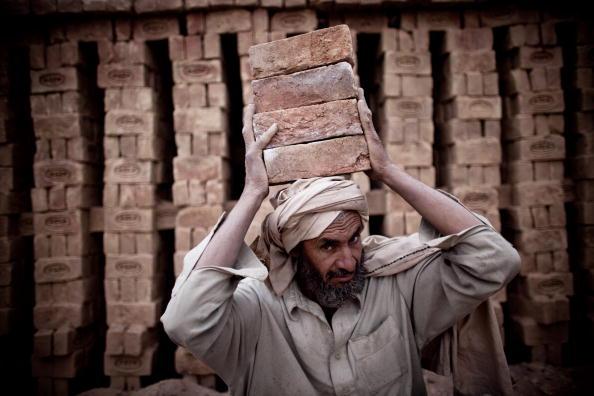 Kabul「Children Work In Kabul Brick Factory」:写真・画像(13)[壁紙.com]