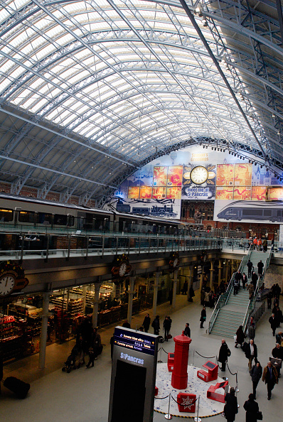 Ceiling「The 'Barlow shed' of the redeveloped St Pancras station, home of Eurostar, London, UK」:写真・画像(6)[壁紙.com]
