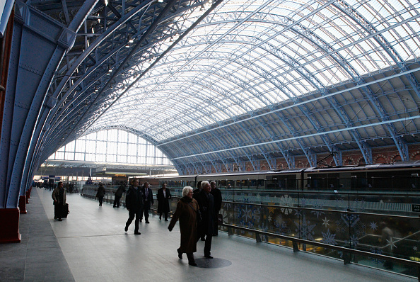 Ceiling「The 'Barlow shed' of the redeveloped St Pancras station, home of Eurostar, London, UK」:写真・画像(13)[壁紙.com]