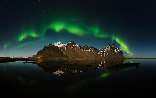 star sky「Iceland, Stokksnes, Northen lights over Vestrahorn Mountains」:スマホ壁紙(4)