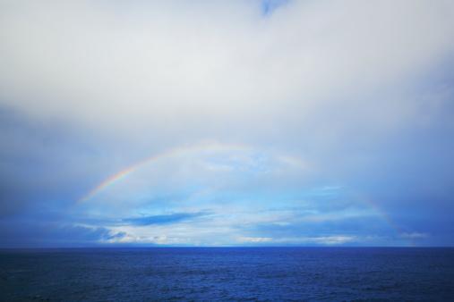虹「Rainbow appears over horizon at dusk」:スマホ壁紙(15)